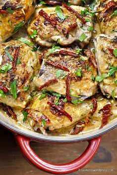 Chicken in a Creamy Graviera and Sun-dried Tomato Sauce. Grab a hunk of crusty bread and dig in! (in Greek) Sundried Tomato Chicken, Mushroom Chicken, Sun Dried Tomato Sauce, Paella, Poultry, Chicken Recipes, Stuffed Mushrooms, Food And Drink, Favorite Recipes
