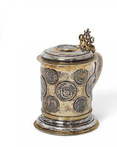 MÜNZHUMPEN. Königsberg. 1755. Wohl Christian Leo. Silber mit Innen- und Teilvergoldung. Auf gewöl