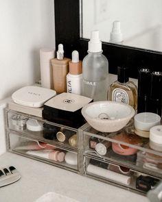 Beauty 101, Beauty Skin, Health And Beauty, Beauty Makeup, Makeup Drawer Organization, Study Organization, Organizing, Perfume, Glam Room