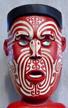 Maori Carving ~ New Zealand Statue Tattoo, Totems, Maori Tattoo Designs, Maori Tattoos, Maori Patterns, Facial Tattoos, Maori Art, Different Tattoos, African Masks
