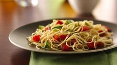 Angel Hair with Tomato and Basil - Macaroni Salad Healthy Recipes, Vegetarian Recipes, Cooking Recipes, Basil Recipes, Salad Recipes, Angel Hair Pasta Recipes, Vegetarian Spaghetti, Vegetable Medley, Avocado Pasta