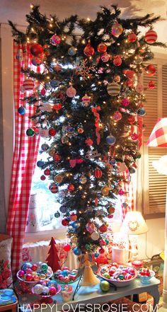 I would SOOOO like to be the grandma with an upside-down tree!