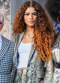 zendaya is mj! Curly Hair Styles, Curly Hair With Bangs, Hairstyles With Bangs, Natural Hair Styles, Zendaya Hairstyles, Zendaya Outfits, Zendaya Style, Zendaya Makeup, Hair Inspo