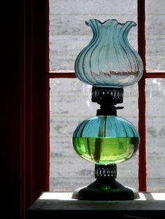 Antique Oil Lamp Pictures [Slideshow]