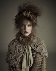Gorgeous knitted capelette.  When I look at this picture, I think of Polly, killed by Jack The Ripper.
