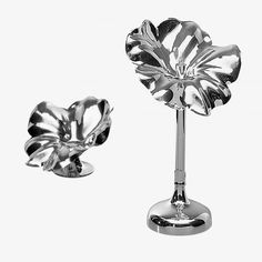 The Flor collection flower vase or candlestick by De Vecchi is composed of six objects, distinct in height and dimension of their corolla. https://secure.white-almonds.com/collection.php?id=1142&i=flor-candlesticks-silver-plated