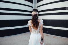 Gagne ta robe de mariée civile - Caroline Quesnel | Photographe : Alison Bounce | Donne-moi ta main - Blog mariage