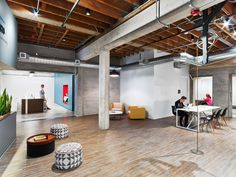 M Moser Associates have designed the offices of nonprofit educational organization Teach For America, located in San Francisco, California. Teach For Office Interior Design, Office Interiors, Teach For America, Saatchi & Saatchi, Traditional Office, Office Lighting, Wood Glass, San Francisco, Lounge