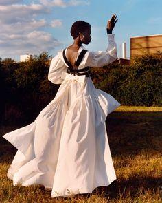 AW20 campaign Sarah Burton, Alexander Mcqueen Schuhe, Campaign Fashion, Lookbook, Fall Looks, Fall Winter, Poses, Fashion Design, High Fashion