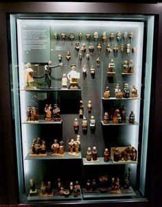 Sacacorchos ANRI. Empresa italiana fundada en 1912 por Antón Riffeser, elaboró objetos de madera. Los sacacorchos tenían motivos de figuras de animales: patos, monos, gatos, cerdos, vacas, perros, conejos y humanos: monjes, borrachos, payasos, tiroleses, etc. ANRI corckscrew an italian company founded in 1912 sold wooden corckscrew as figures of monks, drunks, clowns, Tyrolean costumes and animals: cats, dogs, pigs, etc