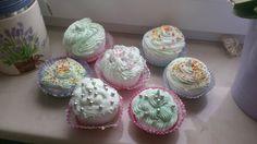 Wanilla Cupcake bathbomb's with mango frosting