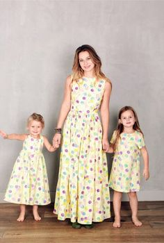 A three-some alike - mommy and me fashion - matching outfit Mother Daughter Pictures, Mother Daughter Matching Outfits, Mommy And Son, Mom Daughter, Family Outfits, Girly Outfits, Mommy And Me Dresses, Girls Dresses, Look Fashion