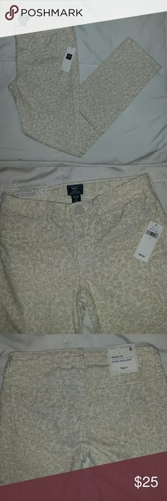 🆕Gap Kids Corduroy Skinnies Omg! Wow! Awesome sauce! These cream colored floral print corduroy skinny jeans are perfect for the autumn and totally brand new! GAP Bottoms Jeans