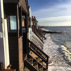 【samhowardphotos】さんのInstagramをピンしています。 《Beach huts in Southend  #ocean #sand #water #relax #sunrise #holidays #waves #beachlife #summertime #sunshine #island #seaside #surf #paradise #cloudporn #sunny #bluesky #skyporn #mare #海 #light #sol #sunnyday #wave #morning #boat #море #weather #playa #bikini》