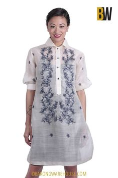 Stand out in any crowd and wear this epitome of barong design with hand-woven pina fabric and embroidery. Barong Tagalog For Women, Modern Filipiniana Gown, Civil Wedding Dresses, Diy Fashion, Womens Fashion, Fashion Ideas, Beautiful Summer Dresses, Collar Designs, Little White Dresses
