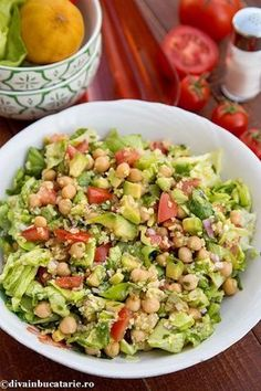 Salata cu naut si bulgur   Diva in bucatarie Good Food, Yummy Food, Asian Recipes, Ethnic Recipes, Food Tasting, Healthy Salad Recipes, Easy Meals, Food And Drink, Veggies