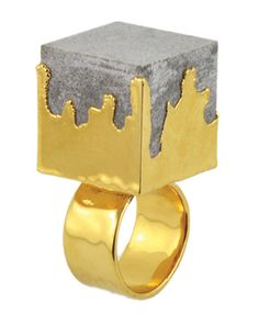 REVIVRE RING Concrete-Gold. Gold-plated concrete and brass ring shank.