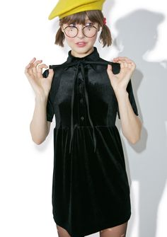 Motel Belia Dress is perf for an elegant gal like you, bb~ This sweet dress features a plush black velvet construction, babydoll cut with a softly pleated skirt, pointed collar, exxxtra long bow tie, and half-down button front closure.