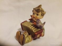 Hummel Harmonikázó kisfiú