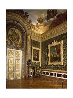 Salon of abundance, Palace of Versailles UNESCO World Heritage List, by architect Jules Hardouin_Mansart. It is the style in Baroque. The decoration and the pictures hanged on the wall is kind of power from the royal household.