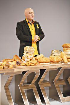 Die land is aan die gons oor Nataniël se nuwe kookprogram op kykNET. Hier is die eerste resep vir dié opwindende program. South African Dishes, South African Recipes, Jenny Morris, South African Celebrities, I Am An African, Beautiful Men, Beautiful People, Linguine, Bread Rolls