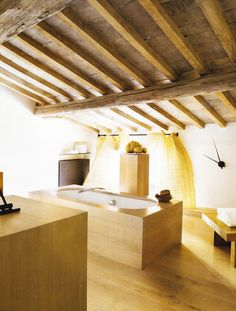 Bath in restored Florence attic space