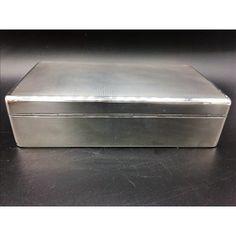Necesitais hacer un regalo? aqui os dejo una sugerencia de una bonita caja de plata guiloche: https://www.entredosantiguedades.com/es/objetos/545-caja-de-Caja de plata plata.html
