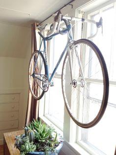 Как сделать «вешалку» для хранения велосипеда?