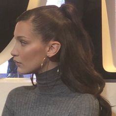 bella February 26 2020 at fashion-inspo Style Bella Hadid, Bella Hadid Outfits, Bella Hadid Hair, My Hairstyle, Cute Hairstyles, Inspo Cheveux, Hair Beauty, Beauty Makeup, Look Fashion