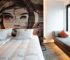 Mural em cabeceira de cama em quarto de hotel - 3