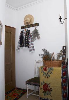 adelaparvu.com despre Anca Ciuciulin si casa ei cu decor traditional romanesc (7) Wardrobe Rack, Ladder Decor, Sweet Home, Interior, Rustic, Traditional, Romania, House, Furniture