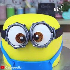Fondant Minions, Cake Minion, Lego Cake, Minecraft Cake, Fondant Cake Tutorial, Fondant Cakes, Cupcake Cakes, Minion Cake Tutorial, Cake Decorating Videos