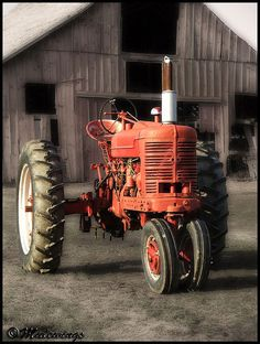 Farmall M I drove a Tractor just like this one when i was a kid, many years ago. Old farm gal. Antique Tractors, Vintage Tractors, Vintage Farm, Red Tractor, Tractor Mower, Farmall Tractors, Classic Tractor, Old Farm Equipment, Engin