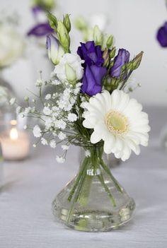 Germini får du også i våre butikker hele året. Wedding Cards, Diy Wedding, Rustic Wedding, Floral Wedding, Wedding Bouquets, Rustic Place Cards, Calla Lily Bouquet, Vase Centerpieces, Industrial Wedding