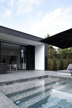 Swimming Pool Design Ideas is based on what can be done with the space in the backyard or garden. A backyard that is too big can be cramped; backyard big Beautiful Minimalist Swimming Pool Design Ideas In Backyard on Small Space on Budget Swimming Pool Tiles, Swimming Pools Backyard, Swimming Pool Designs, Indoor Pools, Piscina Rectangular, Moderne Pools, Beautiful Pools, Dream Pools, Outdoor Pool