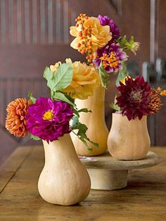 Like the use of gourds. Could this be an easy way to incorporate fall colors / theme?