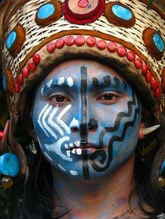 """Mayan face - O adjetivo Maia às vezes é popularmente usada para se referir aos povos indígenas do sudeste do México e em partes da América Central , incluindo a sua cultura, língua e história. Em publicações acadêmicas o uso de """"maia"""" é restrito a remeter para as suas línguas; """"Maya"""" é a forma adjetiva preferido quando se refere a aspectos não-linguísticos. A """" Mayanist """"é um estudioso que se especializa na civilização Maya."""