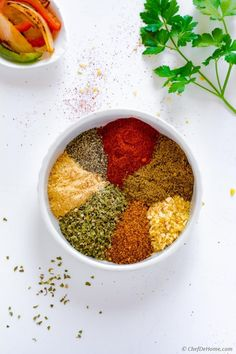 Fajita Seasoning- A delicious spice-mix which alone will brighten-up any meat you plan to throw on grill! Fajita Mix, Homemade Fajita Seasoning, Chicken Fajita Recipe, Chicken Flavors, Chicken Fajitas, Healthy Chicken Recipes, Mexican Food Recipes, Dog Food Recipes, Sausages