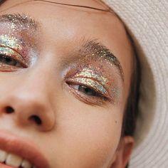 Lost in the Wild Foto Simone Kneefel.ammendola Styling Modell Berenika Make-up . Makeup Goals, Makeup Inspo, Makeup Art, Makeup Inspiration, Face Makeup, Makeup Ideas, Skull Makeup, Alien Makeup, 80s Makeup