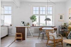 A cozy apartment - Lili in wonderland Scandinavian Apartment, Cozy Apartment, Gravity Home, Living Room Remodel, Deco Design, Living Room Carpet, Interior Inspiration, Decoration, Kitchen Dining