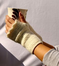 Ravelry: Scalloped Fingerless Gloves pattern by Mindy Abodeely