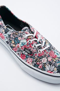 Vans Authentic Trainers in Floral Print - Urban Outfitters