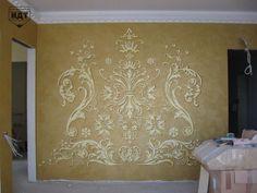 Декорирование стен объемным рельефом при помощи трафаретов.