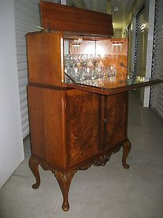 Hope to have a find like this at an antique market! Home Bar Cabinet, Liquor Cabinet, Queen Anne Furniture, Antique Market, Dining Room, Antiques, Storage, Martini, Cocktail