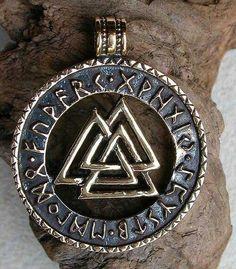 Three pyramids intertwined, knot work, Runes, Vaulknut, for good health and nine noble virtues. Asatru symbol Norse, Nordic, viking.