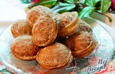 Oříšky s kávovým krémem | NejRecept.cz Snack Recipes, Cooking Recipes, Snacks, Czech Recipes, Graham Crackers, Cupcake Cookies, Pretzel Bites, Christmas Cookies, Nutella