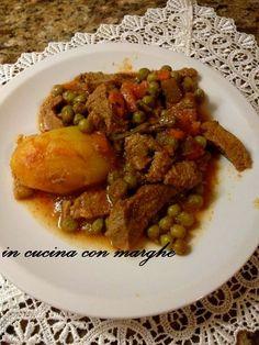 Spezzatino con patate e piselli      INGREDIENTI PER 4 PERSONE  1 kg di polpa di vitello   4 Patate  2 Carote  1 costa di Sedano   Cipolle ...