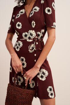#rouje #jeannedamas #french #parisian #dress #frenchgirl #outfit #wrapdress Fashion Mode, Work Fashion, Korean Fashion, Spring Fashion, French Style Dresses, I Dress, Wrap Dress, Color Type, Street Style