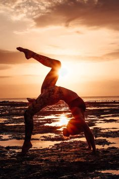Yoga. Wheelpose. Beach Yoga. Sunset Yoga. Bali Yoga