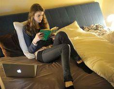 Estudar por muitas horas seguidas reduz a produtividade. Fazer intervalos regulares é essencial: após cerca de duas horas de estudo, tente descansar por dez minutos.